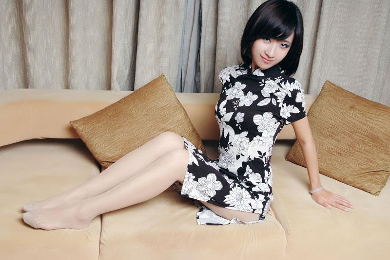 古装黑白旗袍丝袜美女的性感图片