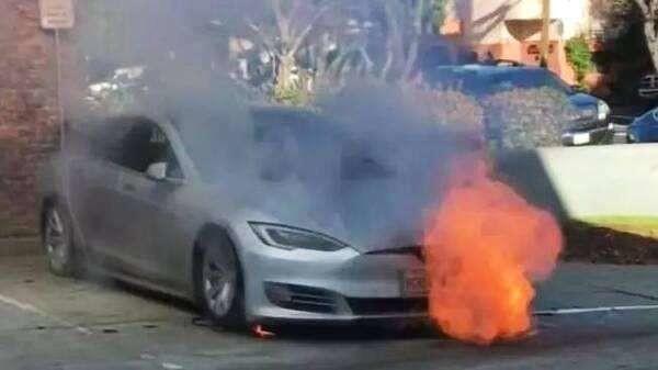 特斯拉Model 3自燃(图源网络)